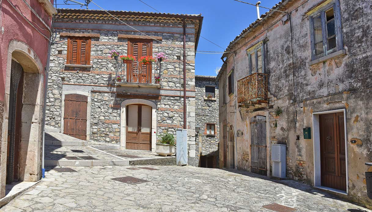 Zungoli 1 euro houses